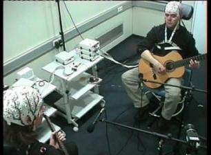 306_UBRH_Los-musicos-de-duos-sincronizan-sus-cerebros-aun-tocando-notas-distintas_image365_ - Copy - Copy - Copy