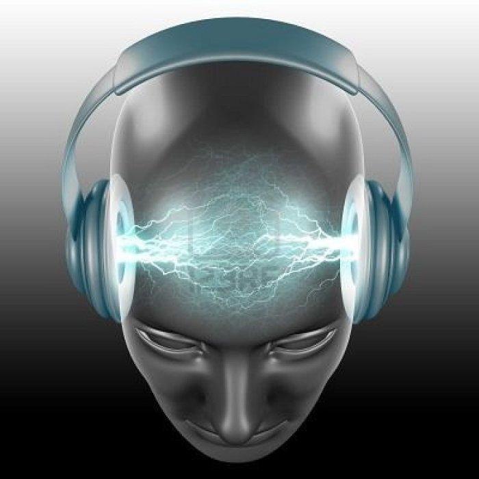 499632-el-dj-esta-escuchando-el-sonido1 - Copy - Copy - Copy