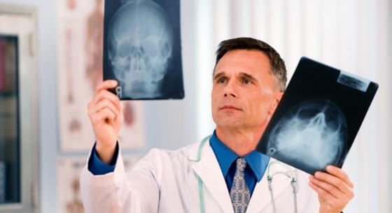 Examining_Doctor2