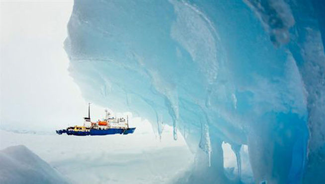 Rompehielos_chino-Antartida-barco_ruso-Akademik_Shokalskiy-buque_chino_MDSIMA20140104_0001_21