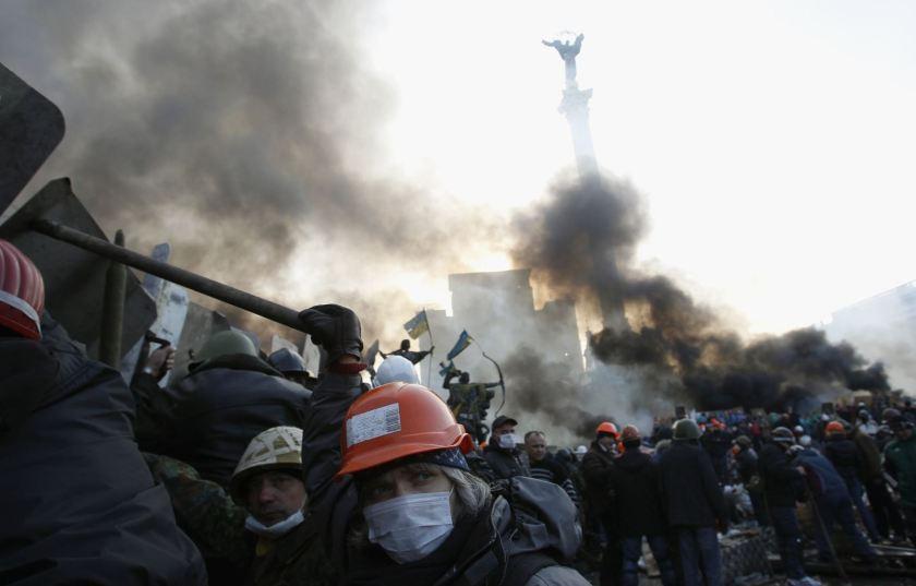 2014-02-19T085654Z_1080222639_GM1EA2J1AWZ01_RTRMADP_3_UKRAINE-ARBUZOV-PROTEST